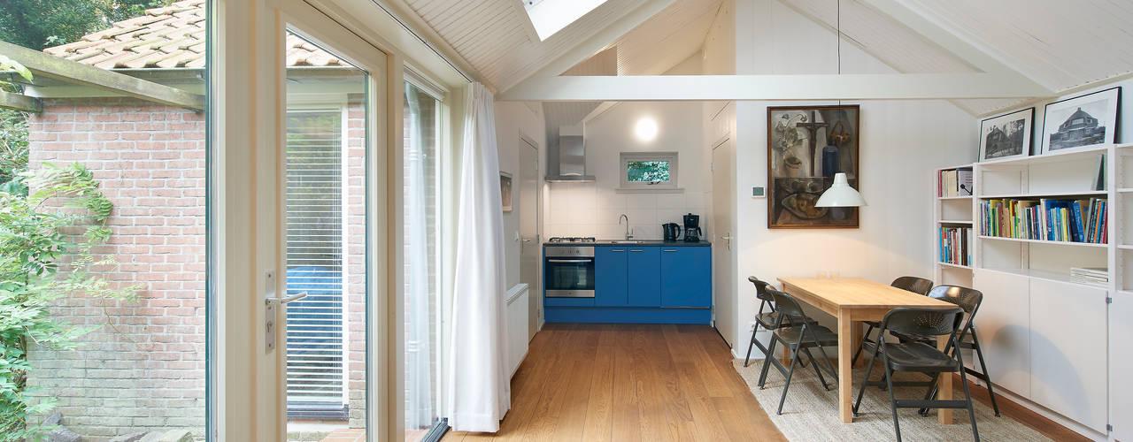 Living room by Architectenbureau Vroom