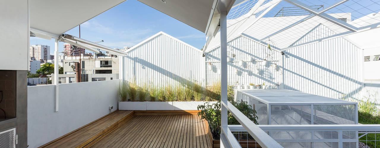 VIVIENDA UNIFAMILIAR MG: Terrazas de estilo  por Marantz Arquitectura,Moderno