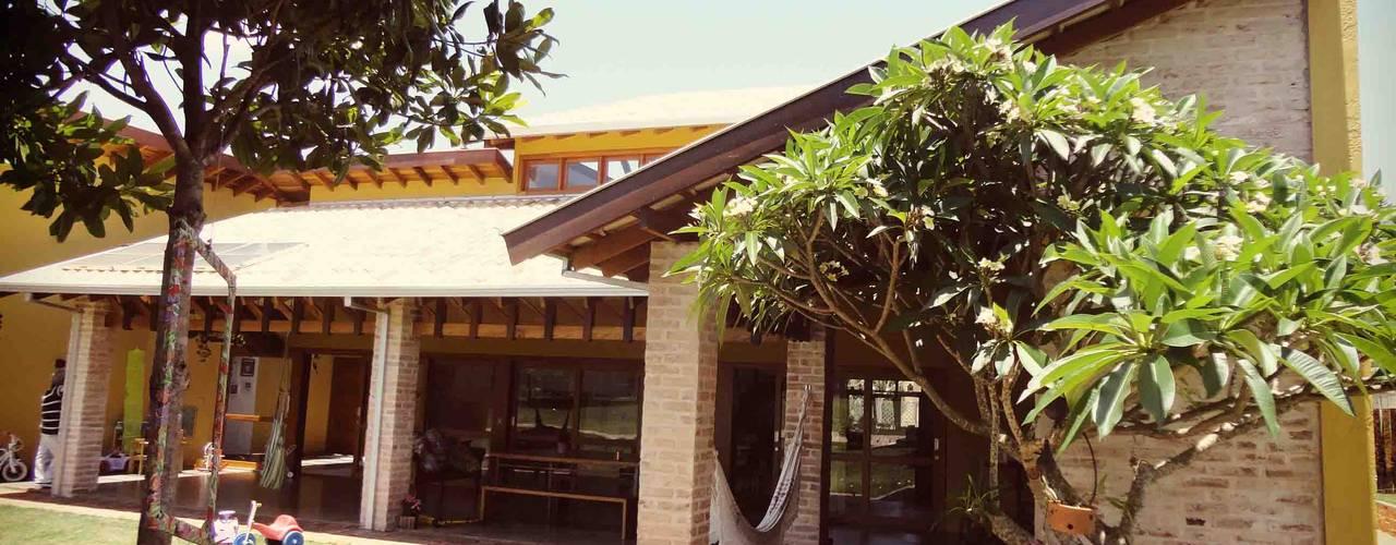 Casas de estilo rústico de Zani.arquitetura