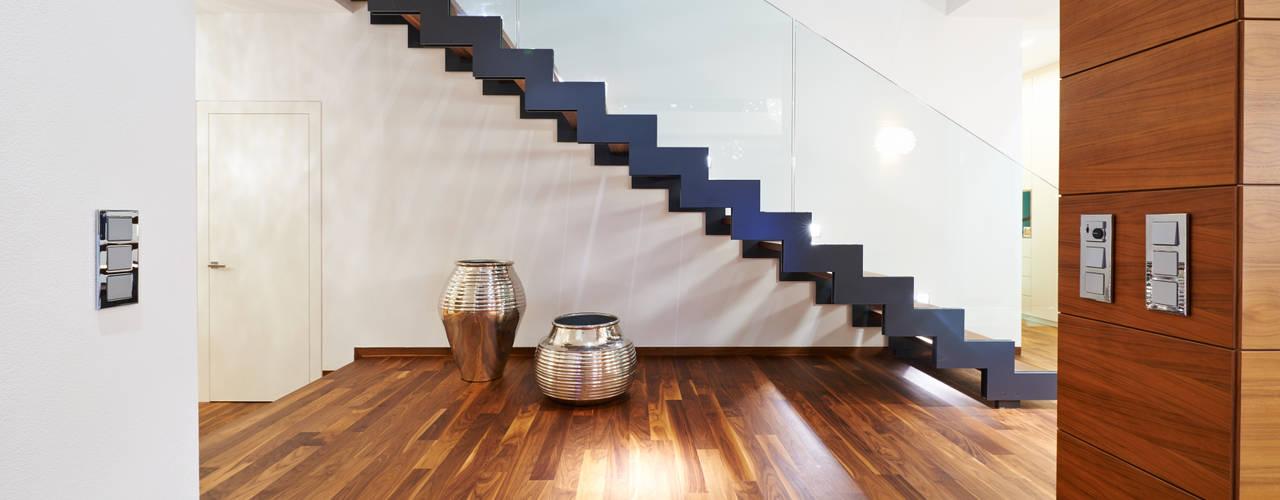 Modern Corridor, Hallway and Staircase by ZHAC / Zweering Helmus Architektur+Consulting Modern