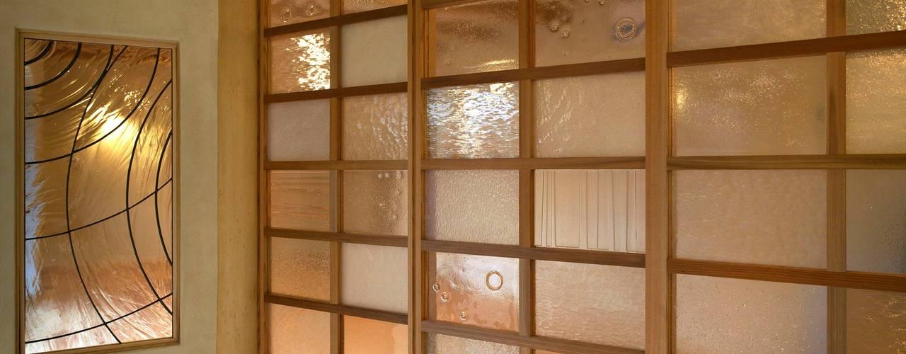 Ventanas de estilo  por 大森建築設計室