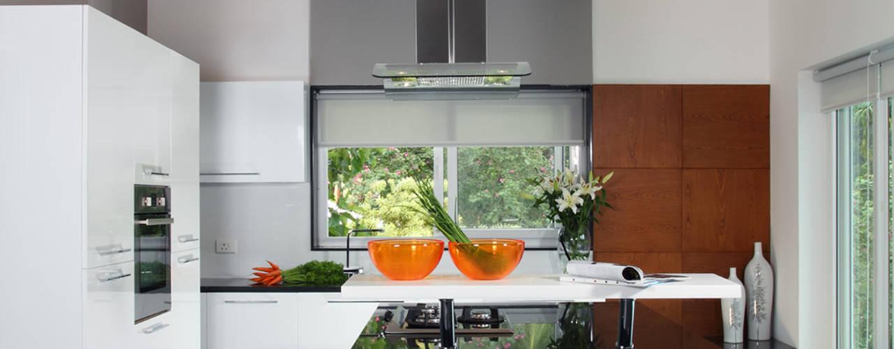 Misty Haven Villa Savio and Rupa Interior Concepts Modern kitchen