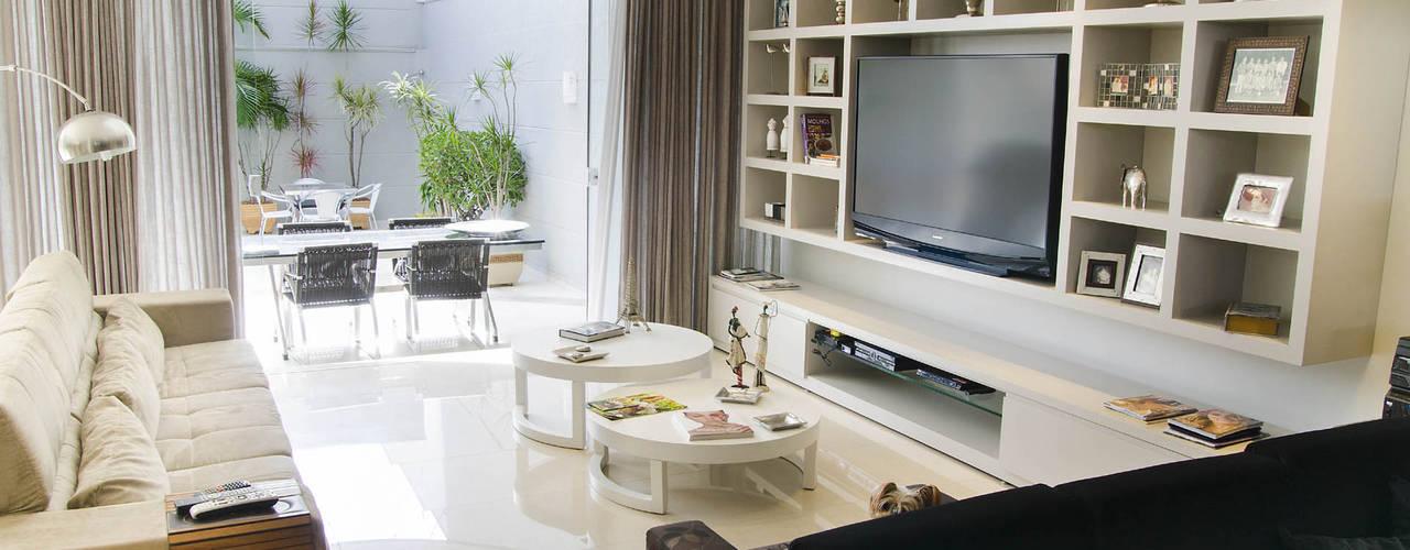 Salas de estar  por A/ZERO Arquitetura