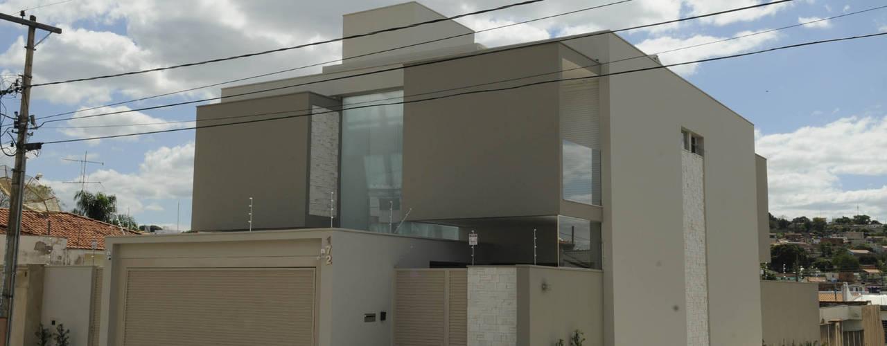 Residência AVS Casas modernas por A/ZERO Arquitetura Moderno