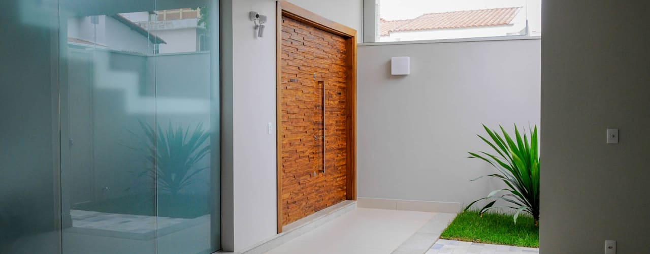 現代風玄關、走廊與階梯 根據 A/ZERO Arquitetura 現代風
