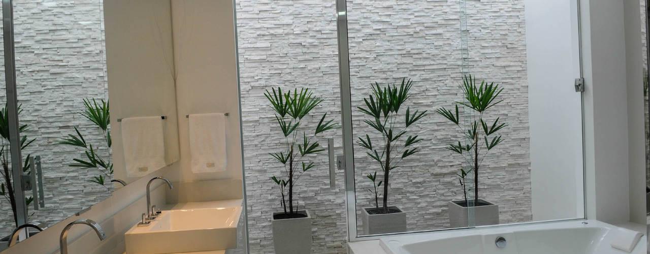 Ванная комната в стиле модерн от A/ZERO Arquitetura Модерн