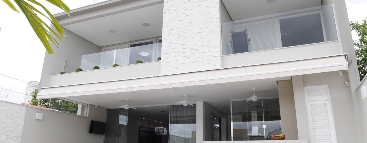 Balcone, Veranda & Terrazza in stile moderno di A/ZERO Arquitetura Moderno