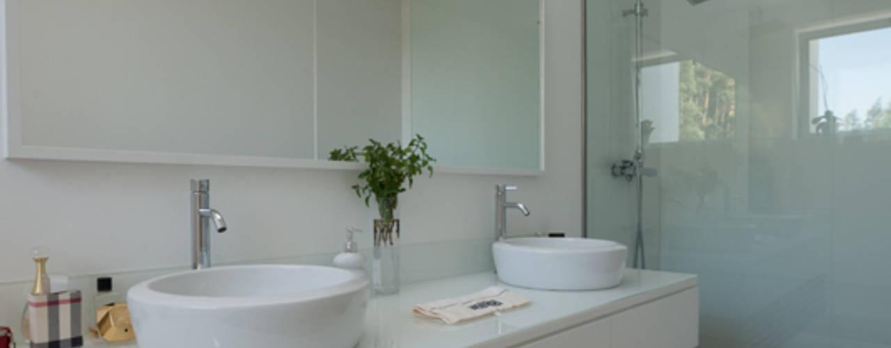 Casa MR: Casas de banho  por BLK-Porto Arquitectura,Minimalista