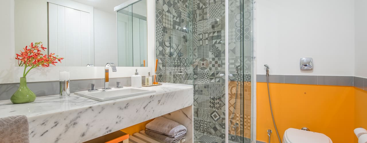 Modern bathroom by Emmilia Cardoso Designers Associados Modern