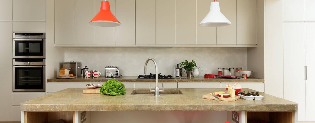 Cocinas de estilo  por Cue & Co of London,