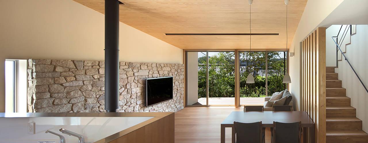 高台の家: Atelier Squareが手掛けたリビングです。,モダン