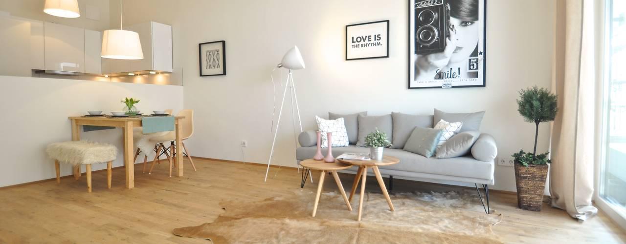 غرفة المعيشة تنفيذ Karin Armbrust - Home Staging,