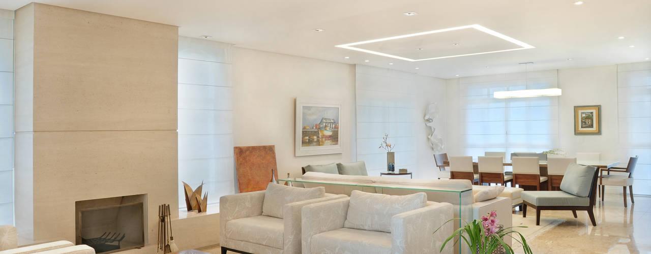 Ruang Keluarga by studio VIVADESIGN POR FLAVIA PORTELA ARQUITETURA + INTERIORES
