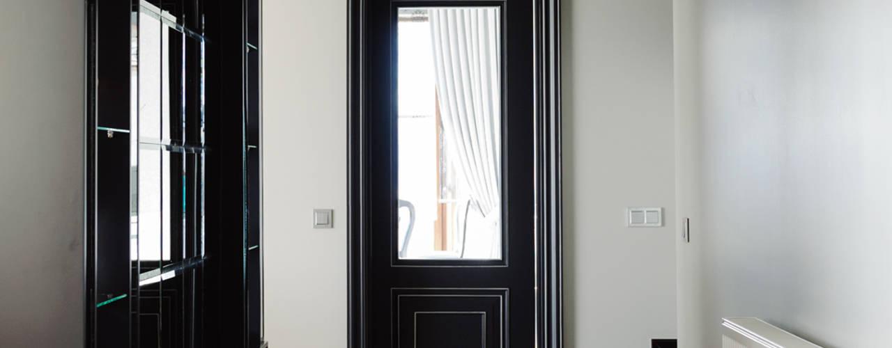 Pasillos, vestíbulos y escaleras modernos de Bilgece Tasarım Moderno