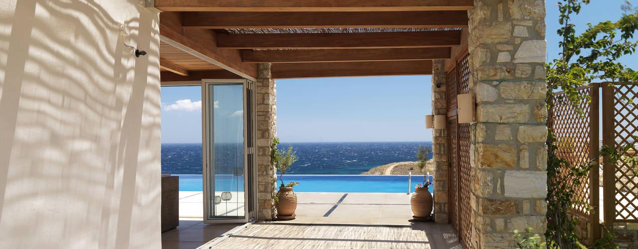 Balcones y terrazas de estilo mediterráneo de Carlos Eduardo de Lacerda Arquitetura e Planejamento Mediterráneo