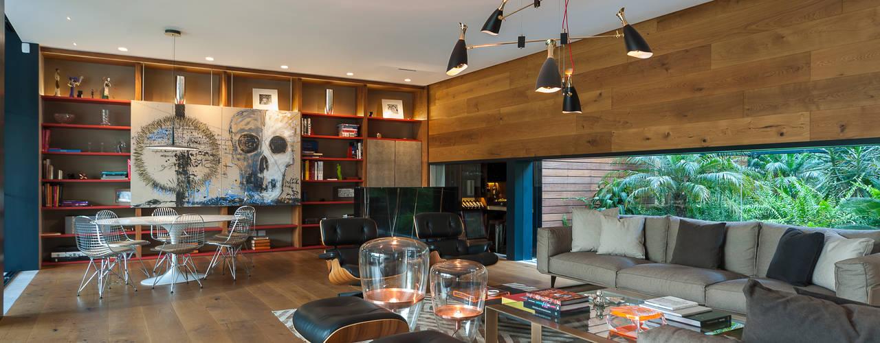 Sala y área de juegos:  de estilo  por MAAD arquitectura y diseño