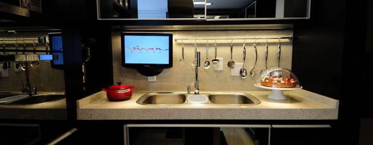 Cocinas de estilo moderno de T+H arquitetura & interiores Moderno