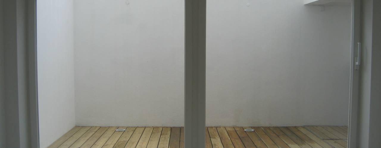 House - Arco do Cego, Lisbon: Salas de estar  por QFProjectbuilding, Unipessoal Lda,