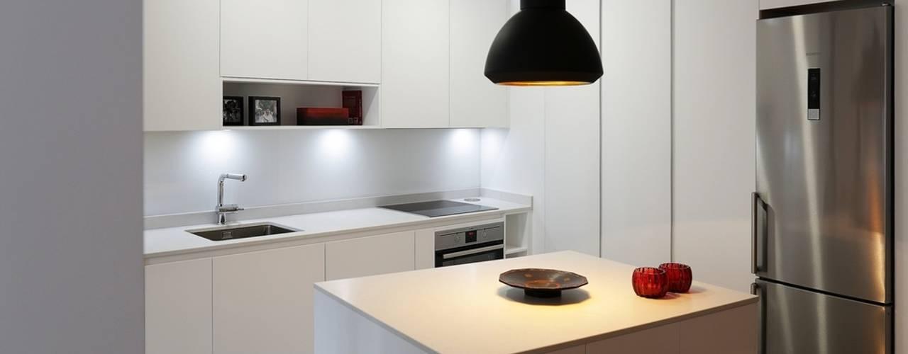 Modern style kitchen by Línea 3 Cocinas Madrid Modern