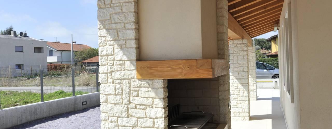 Terrace by Architetti Baggio, Classic