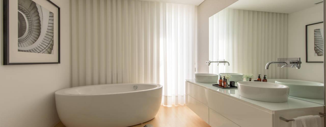 Salle de bain moderne par NOZ-MOSCADA INTERIORES Moderne