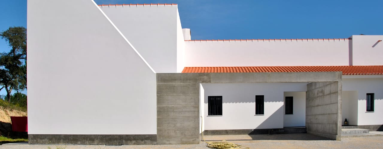 Houses by é ar quitectura, Modern