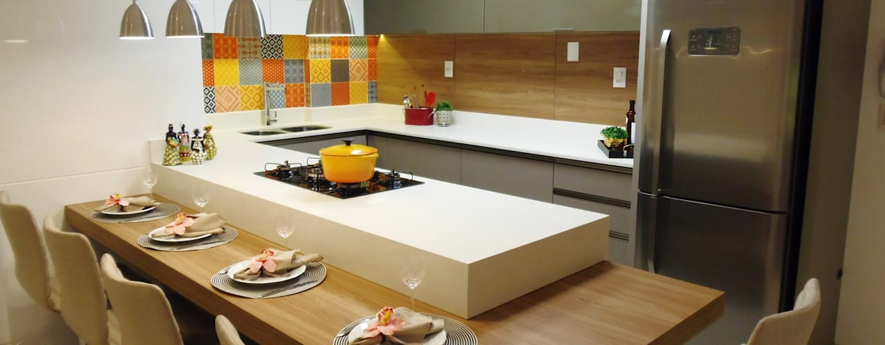Modern style kitchen by Marina Turnes Arquitetura & Interiores Modern