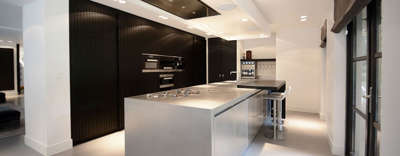 Villa 't Gooi:  Keuken door Ecker Keukens en Interieur