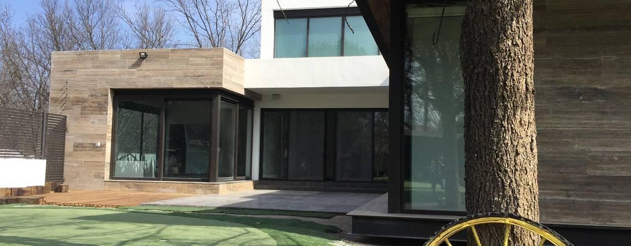 Modern Garden by Diez y Nueve Grados Arquitectos Modern