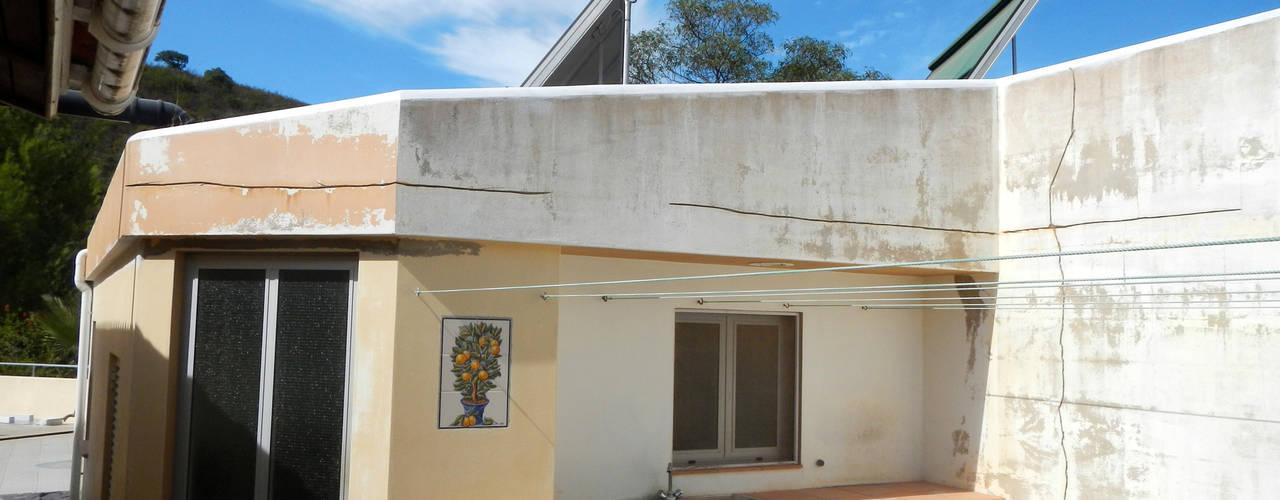 Renovação de Fachadas / Reparação de Fendas: Casas  por RenoBuild Algarve