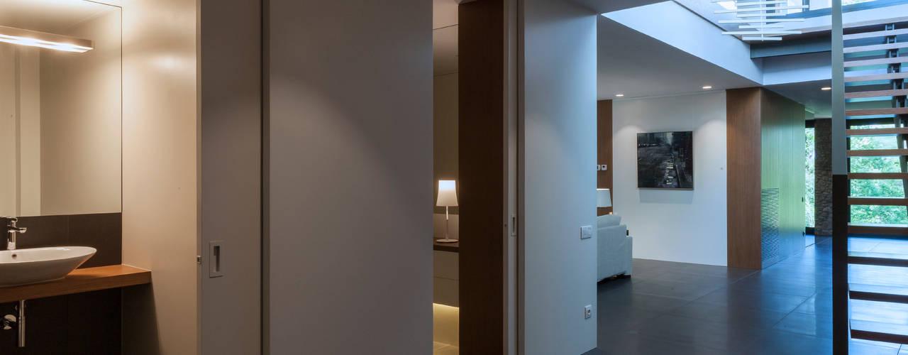 Vivienda particular: Pasillos y vestíbulos de estilo  de Teresa Casas Disseny d'Interiors