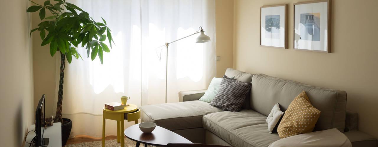 Salas de estar ecléticas por MUDA Home Design Eclético