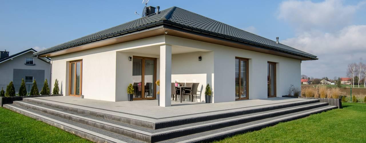 Bungalows de estilo  por Biuro Projektów MTM Styl - domywstylu.pl