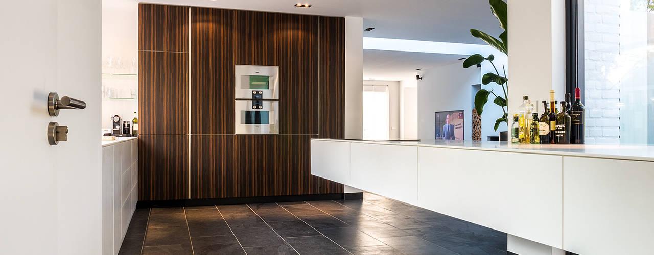 Nhà bếp phong cách hiện đại bởi Joep van Os Architectenbureau Hiện đại