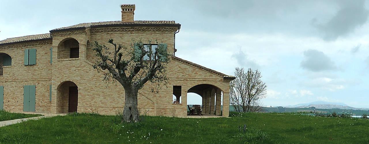Abitazione ristrutturata in stile rustico/moderno Case in stile rustico di Nadia Moretti Rustico