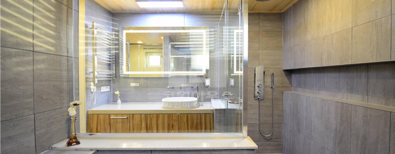 당신이 보지못한 특별한 설계가 반영 된 70평형 고급모던주택: 코원하우스의  욕실