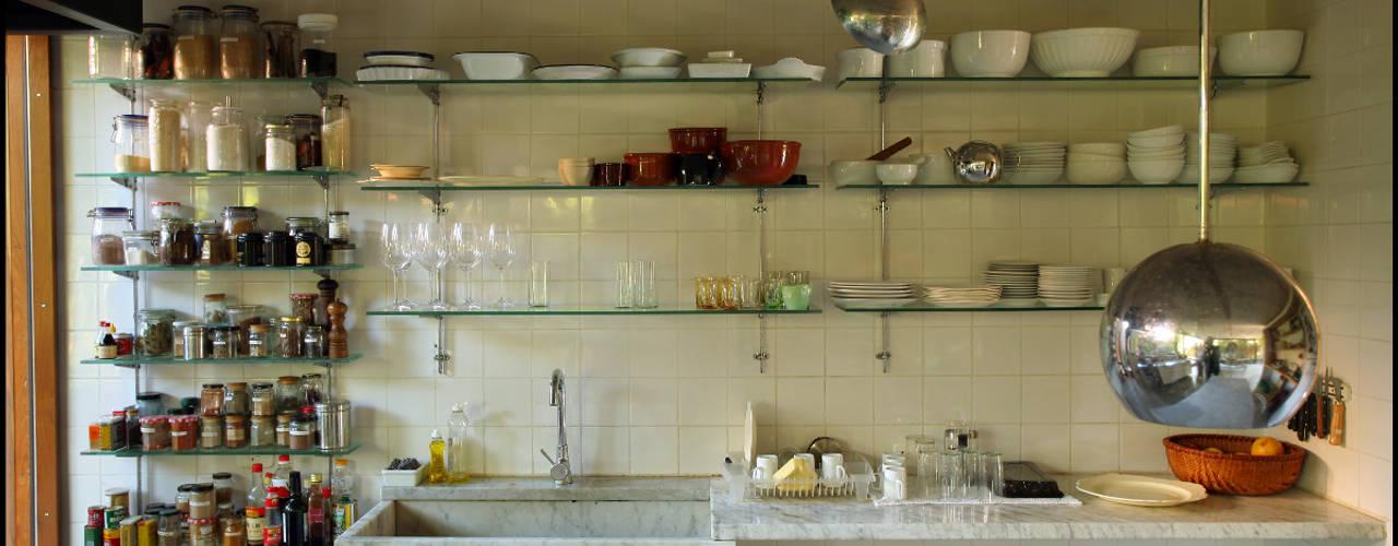 廚房 by Arquitecto Alejandro Sticotti, 鄉村風
