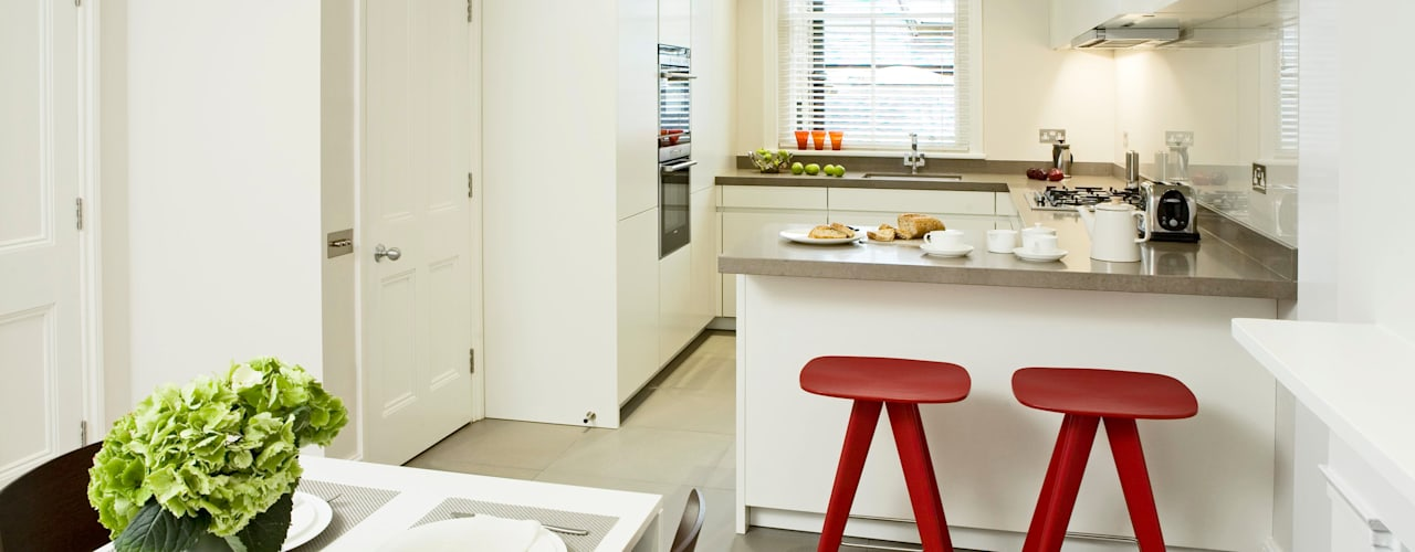 Small U Shaped Kitchen Cocinas modernas de Elan Kitchens Moderno