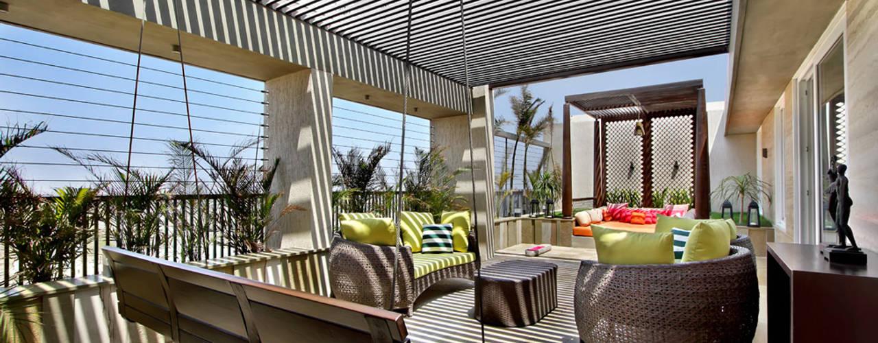 Nikhil patel residence Modern balcony, veranda & terrace by Dipen Gada & Associates Modern