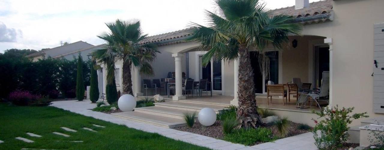 exemples de vegetalisations: Maisons de style  par Bellerive Jardin