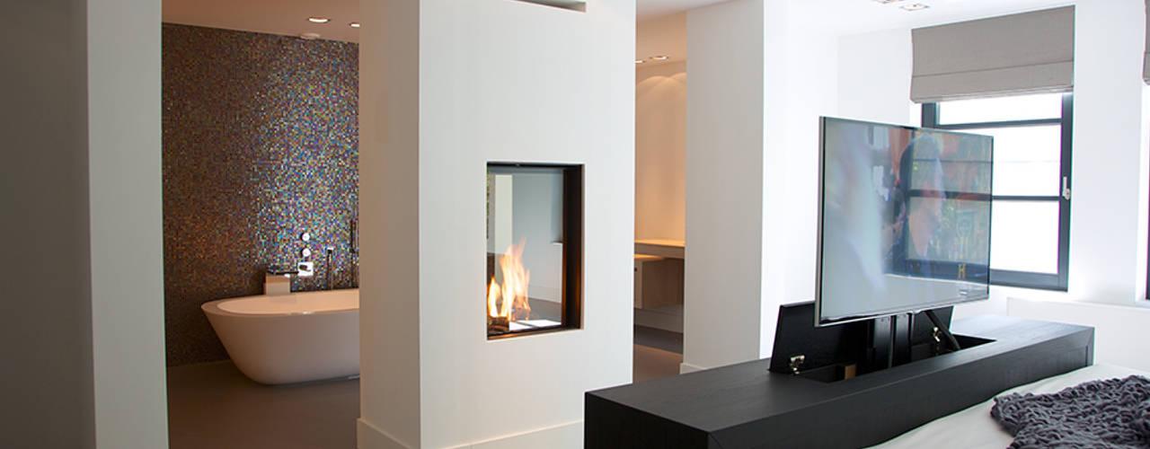 モダンスタイルの寝室 の Designa Interieur & Architectuur BNA モダン