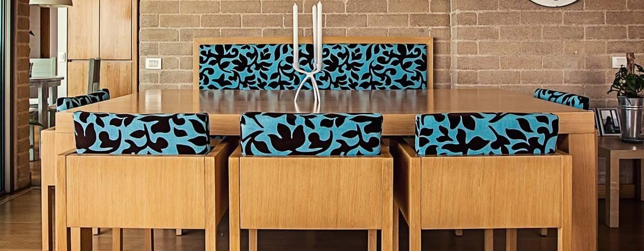 Mesa de comedor:  de estilo  por Cristina Cortés Diseño y Decoración