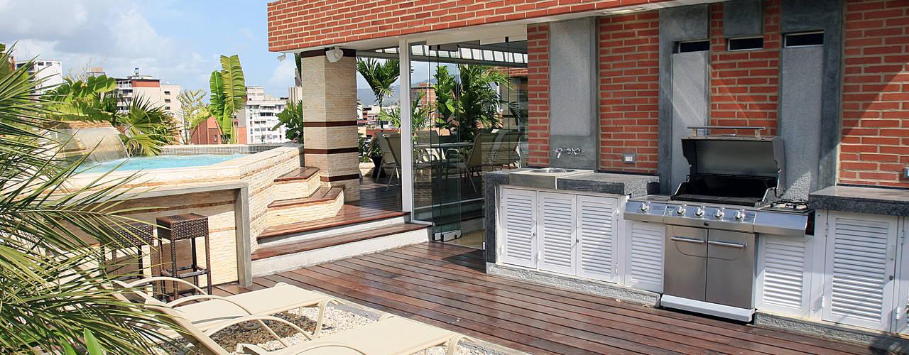 Balcone, Veranda & Terrazza in stile moderno di Arq Renny Molina Moderno