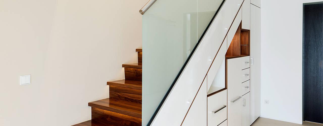 Stauraum unter Treppe: modern  von Innenarchitektin Katrin Reinhold,Modern