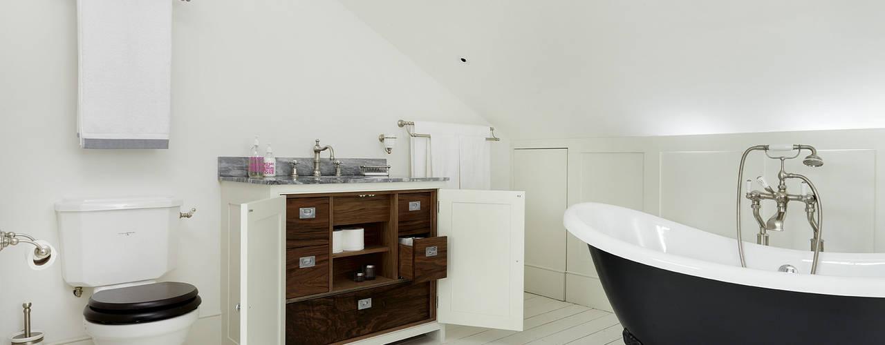 Baños de estilo  por Cue & Co of London, Clásico
