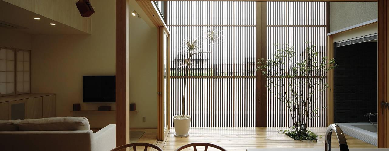 格子戸の家 So-house-和モダン モダンデザインの ダイニング の LIC・山本建築設計事務所 モダン