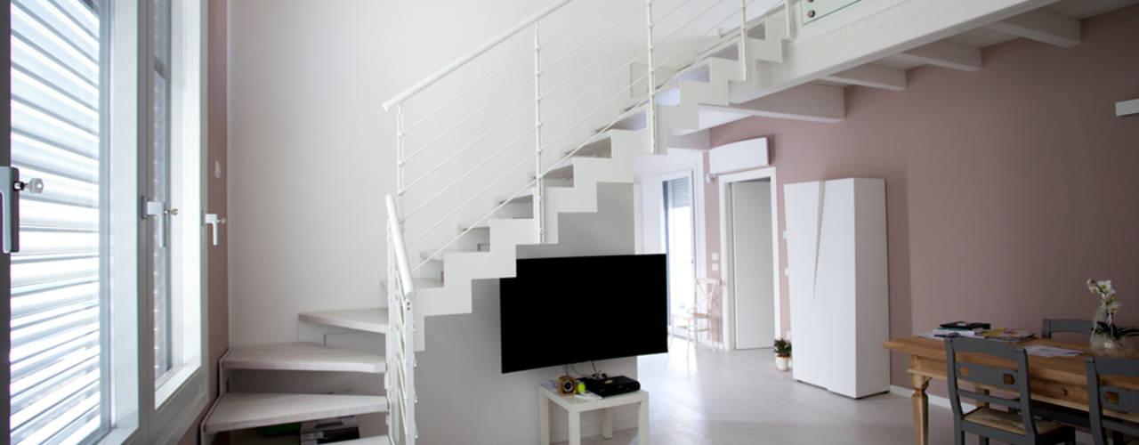 Minimalist corridor, hallway & stairs by CasaAttiva Minimalist