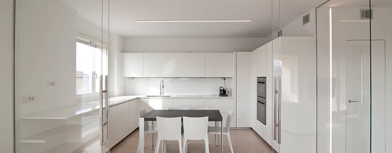 minimalistic Kitchen by RWA_Architetti