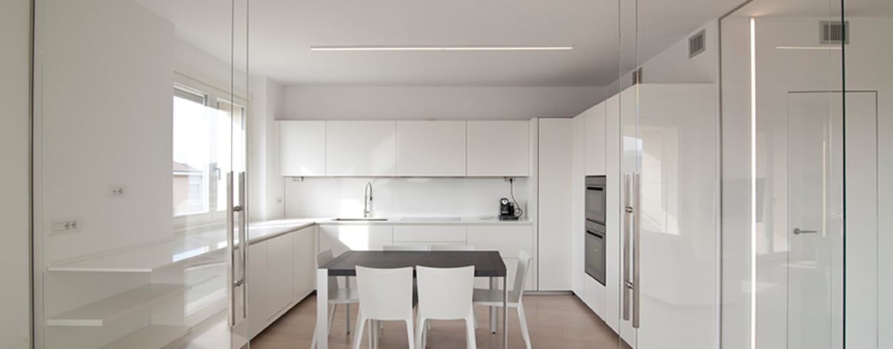Minimalist kitchen by RWA_Architetti Minimalist