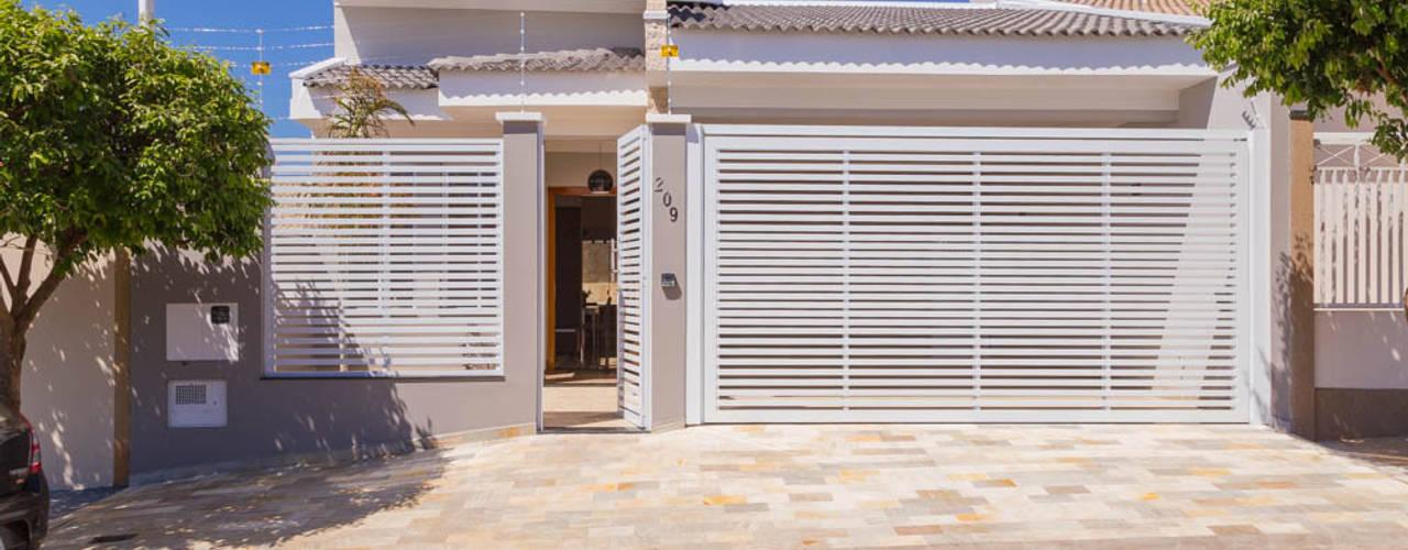 บ้านและที่อยู่อาศัย by ADRIANA MELLO ARQUITETURA